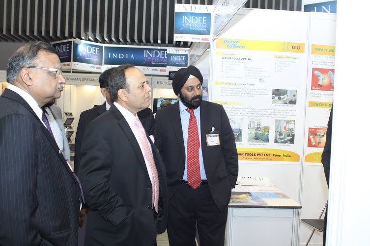Mr Ravi Capoor, Joint Secretary, Ministry of Commerce visiting the exhibition