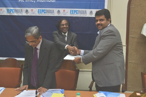 A memento is being presented to Mr. Rajat Srivastava, Regional Director, EEPC INDIA, Mumbai by IMC