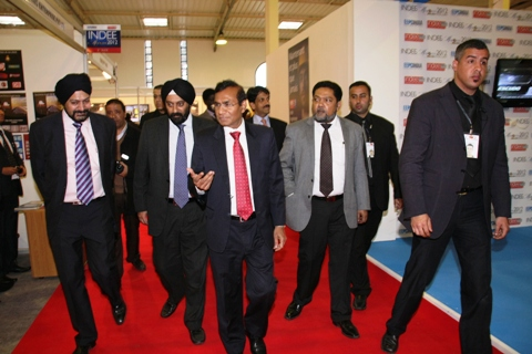 HE Mr Krishan Kumar visits the exhibition