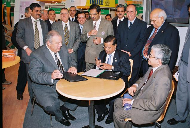 1-EEPC signs MOU with Chamber of Engineering Industry, Egypt on 23rd November 2006 by their respective Chairmen.JPG