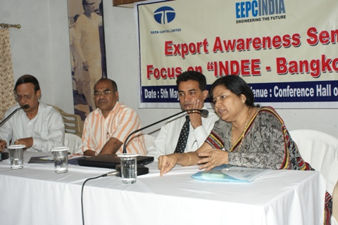 Mrs. Anima Pandey, Regional Director, EEPC India, ER explaining the details of INDEE Bangkok 2011 to the participants