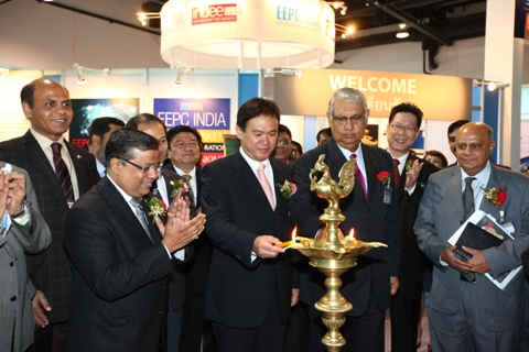 Dr Nattapon Nattasanbon, Deputy Permanent Secretary of Industry, Thailand (Left0 and HE Mr P R Chakravarty....