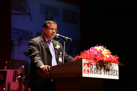 Mr Rakesh Shah, Former Chairman & Delegation Leader, EEPC INDIA addressing the gathering on India Evening