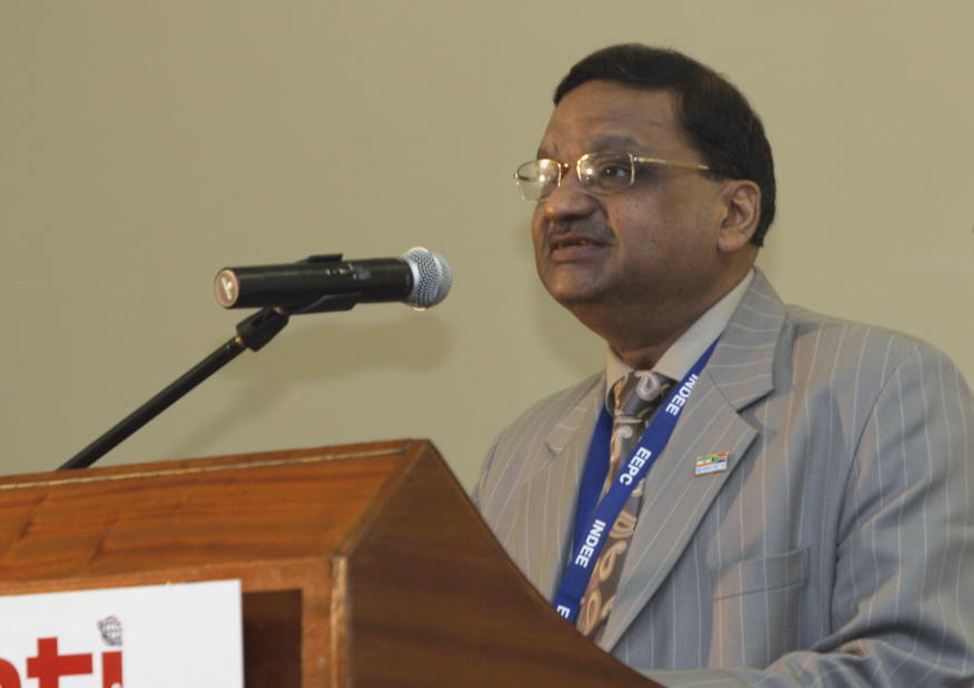 Mr. P K Shah, Past Chairman, EEPC proposing the Vote of Thanks at the inauguration of INDEE 2007