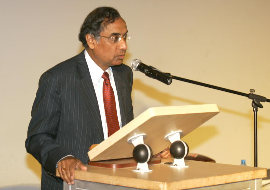 Mr. Rajiv Bhatia, Indian High Commissioner at South Africa addressing at the VIP dinner during the INDEE 2007