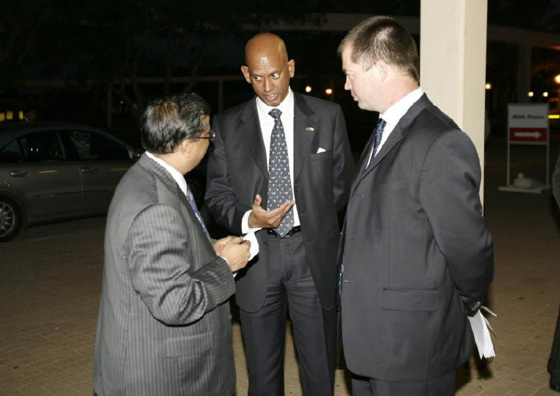 Mr. Rakesh Shah, Chairman EEPC with guests at the VIP dinner during the INDEE 2007
