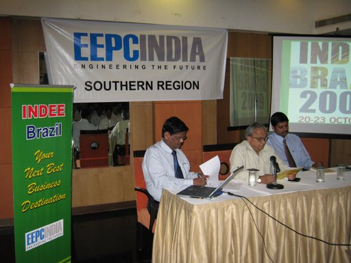 Shri Mahesh K. Desai, National Vice-Chairman, EEPC India addressing the gathering..