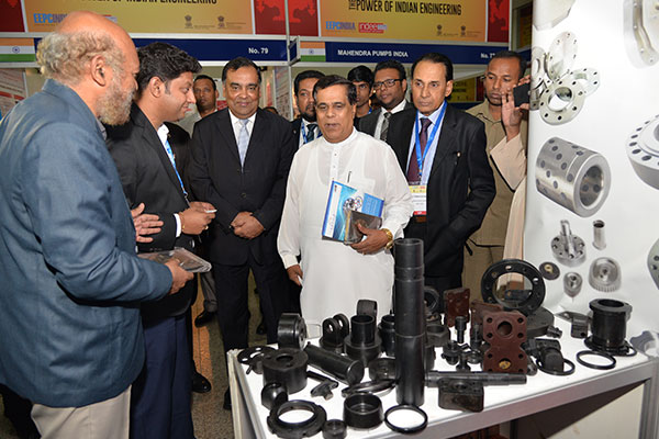 DIGNITARIES VISITING THE EXHIBITION STALLS