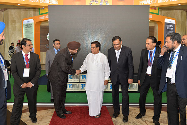 MR. T. S. BHASIN, CHAIRMAN, EEPC INDIA THANKING THE CHIEF GUEST MR. NIMAL SIRIPALA DE SILVA, MINISTER OF TRANSPORT & CIVIL AVIATION, SRI LANKA & GUEST OF HONOUR, MR. Y. K SINHA, INDIAN HIGH COMMISIONER TO SRI LANKA FOR THEIR GRACIOUS PRESENCE