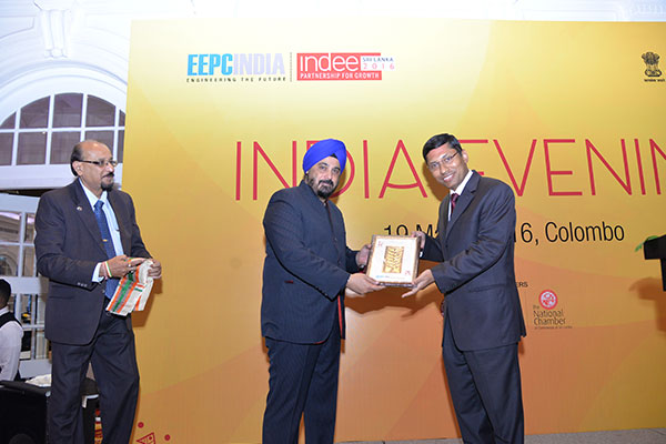 Mr. T. S. BHASIN, CHAIRMAN, EEPC INDIA Presenting a Memento to Mr. Arindam Bagchi, Deputy High Commissioner of India to Sri lanka