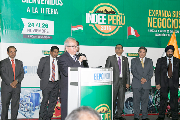 Mr Carlos Valdez, Vice Minister of Communications, Government of Peru addressing the gathering