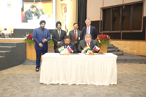 Signing of MOU at IESS VI on 17.03.2017