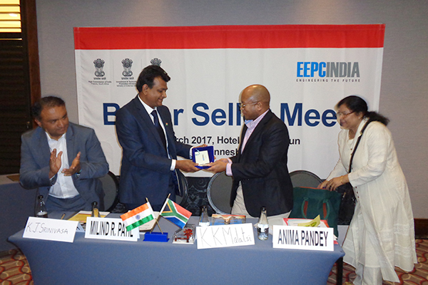 Mr Milind R. Patil, Leader of the Indian Delegation is presenting a memento to Mr K K Malatsi, Dy Director (Export-Promotion), Department of Trade & Industry, Government of Republic of South Africa