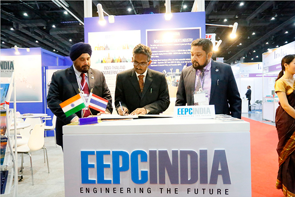 Mr Abbagani Ramu, Deputy Chief of Mission, Embassy of India, Bangkok & Deputy PR to UNESCAP signing the visitors' book inside EEPC India booth