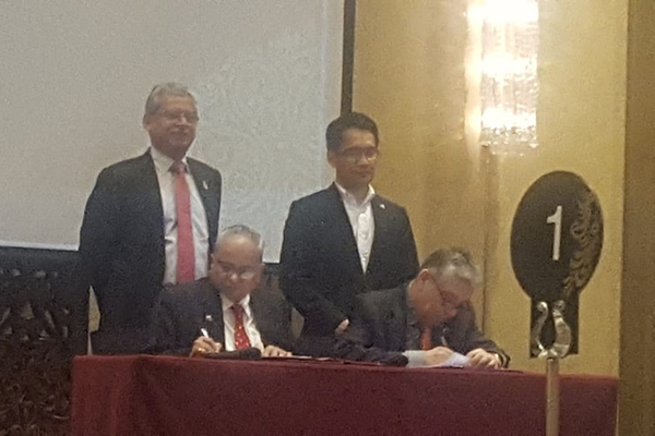MoU being signed between EEPC India and Philippines India Business Council