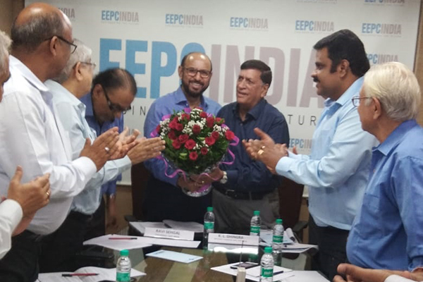 Mr. K. L. Dhingra, Regional Chairman (WR), EEPC India presenting a bouquet to Mr. Ravi Sehgal, Chairman, EEPC India