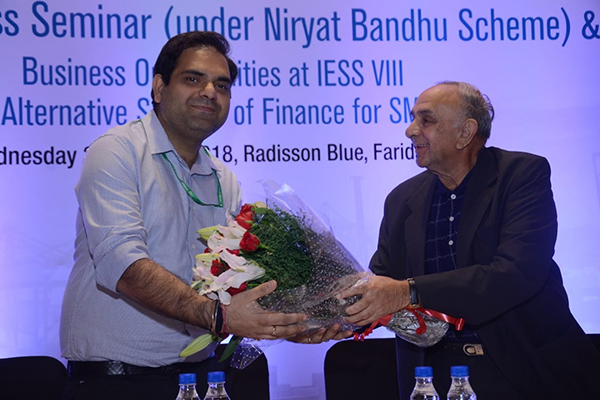 Mr. R P Jhalani, Former Chairman, EEPC India presenting a bouquet to Mr. Nitish Suri, Dy DGFT, CLA, North, MOC