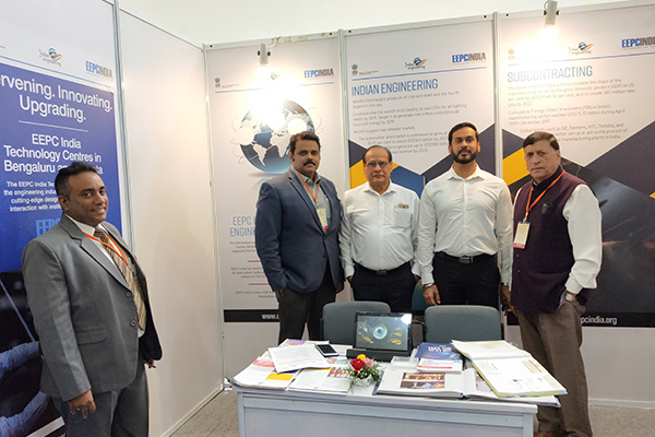From left to right - Mr. Mukesh Samtani, Assistant Director, EEPC India, Regional Office, Mumbai; Mr. Rajat Srivastava, Regional Director (WR) & Director (Marketing & Sales), EEPC India and Mr. K. L. Dhingra, Regional Chairman (WR), EEPC India along with two visitors at EEPC India booth.