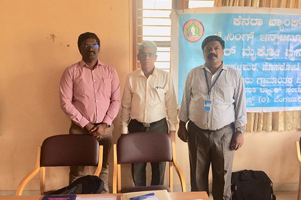 Mr. D Karthikeyan,  Assistant Head - EEPC India Technology Centre, Bengaluru at EEPC India Desk (left) with Mr. Shankar Kumar, AGM, Canara Bank (in the middle)