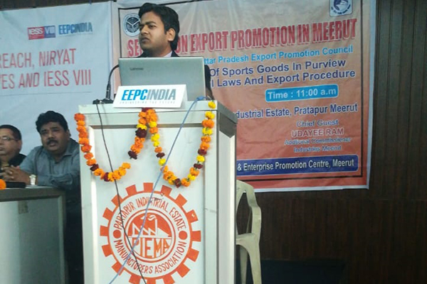 Mr. Rajat Mangla, CA addressing the audience