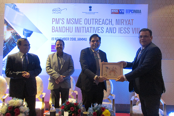 Mr. Rakesh Suraj, Regional Director (N.R.), EEPC India receiving memento