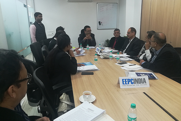 Mr Rakesh Suraj, Regional Director, NR , EEPC India in discussion with the new members