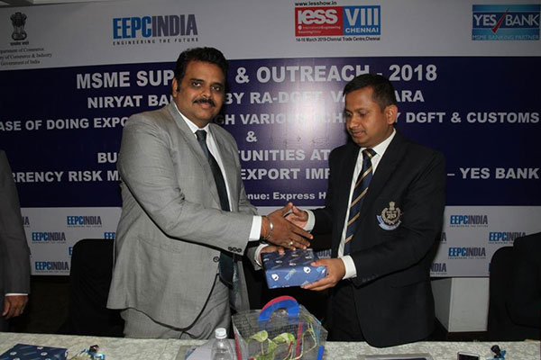 Mr. Rajat Srivastava, Regional Director (WR) & Director (Marketing & Sales), EEPC India presenting a memento to Mr. Dhananjay Singh, Asst. Commissioner, Customs