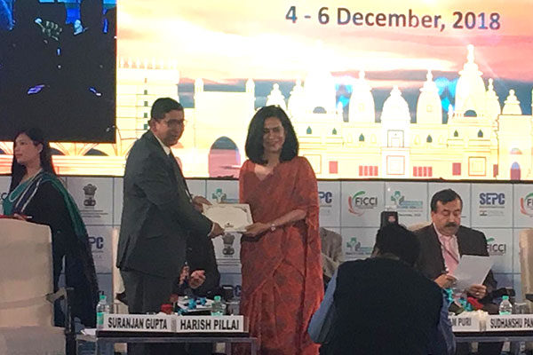 FICCI Co Chair, Ms Devlina Chakraborty presenting a memento to Mr Suranjan Gupta, Executive Director, EEPC India