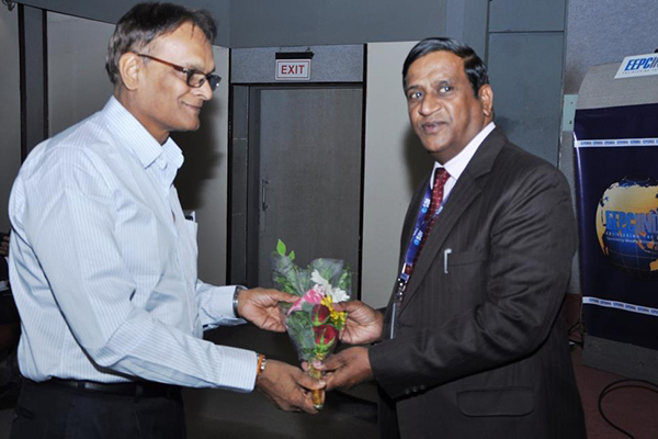 Mr S Jalavadia, Working Committee Member, EEPC India presenting a bouquet to Mr Vijay Goyal, DGM, SBI, Rajkot