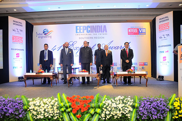 Chief Guest H.E. Mr Banwarilal Purohit, Hon`ble Governor of Tamil Nadu at the centre. On his right - Mr Ravi Sehgal, Chairman, EEPC India and Mr K S Mani, Dy Regional Chairman (SR), EEPC India. On his left - Mr Mahesh K Desai, Sr Vice Chairman and officiating as Regional Chairman (SR), EEPC India and Mr C H Nadiger, Regional Director (SR), EEPC India