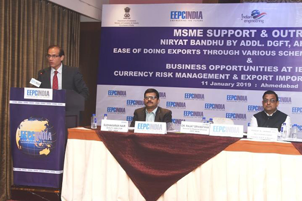 Mr. Pankaj Popat, President, YES Bank addressing the participants and the team members from the YES Bank briefed on the Currency Risk Management & Export Import Finance offered by YES Bank.