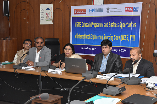 Ms. Anima Pandey, Regional Director (ER) & Director (Membership), EEPC India briefing the house about EEPC India, also appraising them on the export procedure, the Govt. Policies, financial solutions, etc. & on the opportunities for participating in IESS VIII.