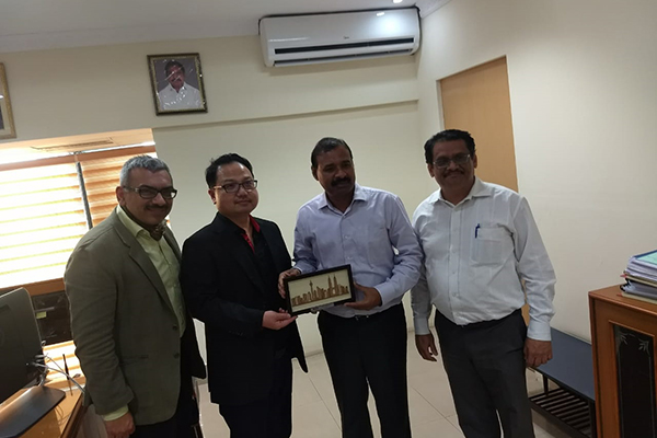 Another meeting was held over 9th February, 2019 at EEPC India (SR) in Chennai. MARii (Malaysia Automotive Robotics and IoT Institute) CEO, Dato Ts. Madani Sahari ( second from left), presenting a memento to the  Secretary MSME, Government of Tamil Nadu, Mr. Dharmendra Pratap Yadav (third from left); Mr. C. H. Nadiger, Regional Director (SR), EEPC India (far right)  and Mr. Sooraj Dhawan, Director, Falcon (far left) are seen.