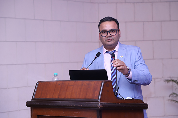 Mr. Rakesh Suraj, Regional Director (NR), EEPC India addressing the audience