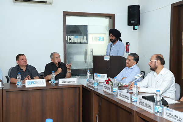 Mr. Balram Kapoor and Mr. Ajay Goswami, Working Committee Member of EEPC India making some points, while Mr. Opinder Singh, Deputy Director (standing on the podium); Mr. Pradeep Aggarwal, Dy. Regional Chairman (NR) and Mr. Ravi Sehgal, Chairman, EEPC India are listening.