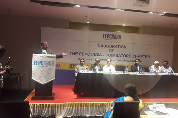 Mr Ravi Sehgal, Chairman,EEPC India delivering the keynote address. On the dais from left; Mr K S Mani, Dy Regional Chairman (SR), EEPC India, Dr S Chandrasekar, Convenor, Coimbatore Chapter, Mr V Laksminarayanasamy, Managing Director, Suguna Group,Mr G Soundararajan,Vice Chairman, CRI Group, Mr Mahesh K Desai, Sr VC & off Rgnal Chairman (SR),EEPC India and Mr Suranjan Gupta,ED EEPC India