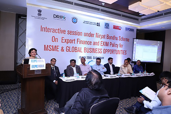 Ms. Poonam Sachdeva, Director, Skipper Siel is delivering her speech on MSME Success Story at the session. Mr. Manmohan Gaind, General Secretary, Manesar Industries Welfare Association (third from right) is also present on the dais.