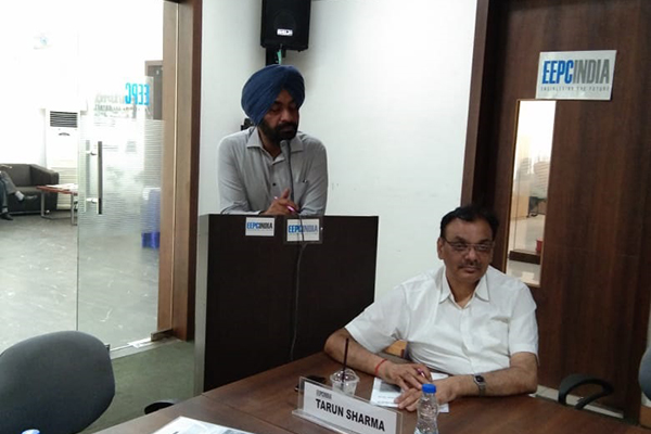 Mr. Opinder Singh, Deputy Director, EEPC India (SRO), Jalandhar is welcoming the participants while Mr Tarun Sharma is present on the dais.