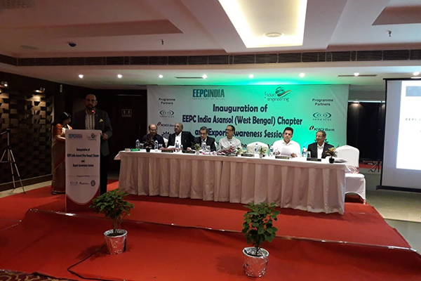 Mr Ravi Sehgal, Chairman, EEPC India is addressing the audience. On the dais (from left) – Mr Sandeep Bhalotia, President, Raniganj Chamber of Commerce; Mr G K Madhogaria, Dy Regional Chairman (ER), EEPC India; Mr Arun Kumar Garodia, Vice Chairman, EEPC India; Mr Moloy Ghatak, Minister in Charge (Labour, ESI, Judicial and Law Department), Government of West Bengal; Mr A. V. Kamlakar, Chief Executive Officer, IISCO Steel Plant, SAIL (DSP ASP) and Mr L P Gupta, Convenor, EEPC India Asansol Chapter & Dy Regional Chairman (ER), EEPC India. Ms Anima Pandey, Regional Director (ER) and Director (Membership), EEPC India is standing next to the podium.