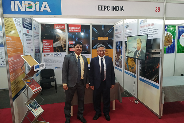 Mr. Abhay Thakur, High Commissioner of India, Lagos, Nigeria (right) along with Mr. S. Nair, Dy. Director, SRO Ahmedabad, EEPC India at EEPC India Booth.