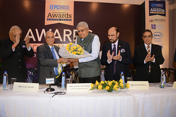 Mr B D Agarwal, Regional Chairman (ER), EEPC India presenting Flower Bouquet to H.E. Mr Jagdeep Dhankhar, Hon`ble Governor of West Bengal (3rd From left). Mr Ravi Sehgal, Chairman, EEPC India (2nd from right); Mr Arun Kumar Garodia, Vice Chairman, EEPC India (extreme right) and Mr G D Shah, Former Chairman, EEPC India (extreme left) are also seen.