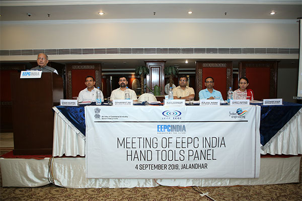 Mr Ajay Goswami, Convener - Hand Tools Panel delivering the Agenda Points. Seating on the dais (L - R) - Mr Naveen Kalhotra, Supdt - Customs Ludhiana; Dr Parampreet Rai, Deputy Commissioner - Customs (IGST REFUNDS), Ludhiana; Mr Rajiv Soni, Dy DGFT, Ludhiana; Mr Vineet Mathur, Chief Manager, CONCOR, Ludhiana; and Ms Manpreet Kaur of ECGC, Jalandhar.