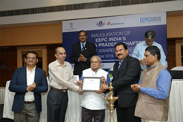 Mr Mahesh K Desai, Sr. Vice Chairman, EEPC India presenting the Andhra Pradesh Chapter plaque to Mr Desikacher, GM-Marketing, Vizag Steel Plant &  Mr Raja Sekhar B, Dy. Convenor, EEPC India, Visakhapatnam Chapter.