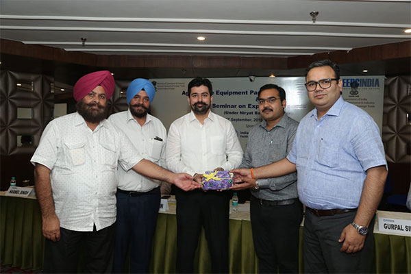 Mr Tushar Jain, Panel Convenor, Agri Machinery, EEPC India (second from right) and Mr Rakesh Suraj, Regional Director (NR), EEPC India (far right) presenting a memento to Dr Parampreet Rai, Deputy Commissioner – Customs (GST). Mr Baldev Singh, President, AMMA INDIA (2nd from left) and Mr. Harmel Singh, President, PSAIMA (far left) are seen.