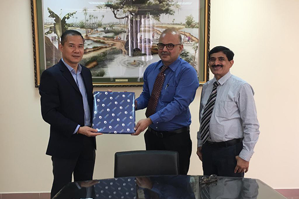 Vietnam Chamber of Commerce & Industry, Director,Mr Nguyen Van Tuan (far left) in Ho Chi Minh City being felicitated by Mr Adhip Mitra,Additional Executive Director &Secretary, EEPC India and Mr Nishikant Jumde,Sr Joint Director,EEPC India at VCCI Office