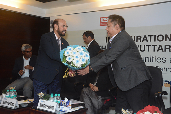 Mr Ravi Sehgal, Chairman, EEPC India welcoming  Mr L Fanai, IAS, Director General, Commissioner of Industries, Department of MSME,  Government of Uttarakhand; with a bouquet