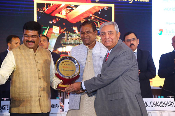 Excellence in Domestic Sales by Downstream Steel Industry- M/s Larsen & Toubro  Mr. Ranjan Malhotra, Delhi Head of Construction, L &T is receiving the award from Shri Dharmendra Pradhan, Hon'ble Union Minister, Petroleum & Natural Gas and Steel, GoI and Shri Faggan Singh Kulaste, Hon'ble Union Minister of State, Ministry of Steel, GoI.