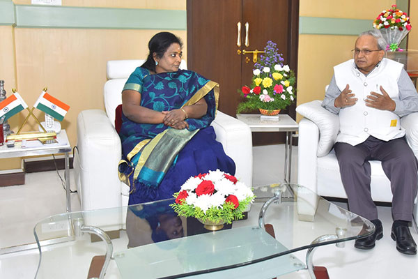 Mr Mahesh K Desai, Sr. Vice Chairman, EEPC India is discussing with the Governor of Telangana H.E. Ms Tamilisai Soundarajan at the Raj Bhawan at Hyderabad, Telangana.