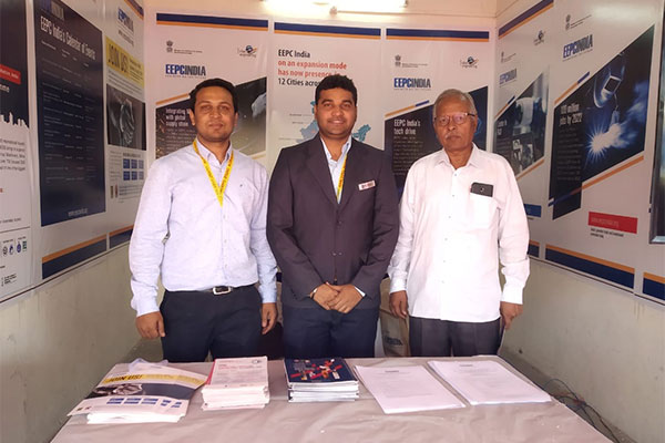 Mr Nikhil Ghag, Jr. Assistant, EEPC India (middle) attending Mr S S Kulkarni & Mr S K Kulkarni from S M Associates at the EEPC India booth. EEPC India have been allotted complimentary booth by MASSIA (Maharashtra Association of Small Scale Industries & Agriculture).
