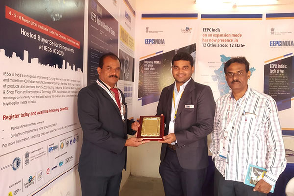 Mr Nikhil Ghag, Jr. Assistant, EEPC India is offering EEPC India memento to the dignitary of MASSIA .